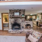 Fireplace/available Oct-May